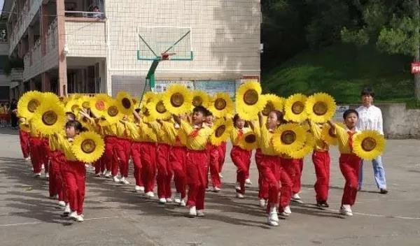 市文艺小学开展广播体操和文明礼仪操比赛活动