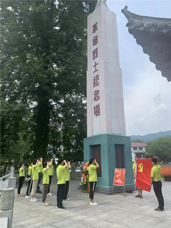 团市委开展纪念建党99周年(走进荷塘)活动